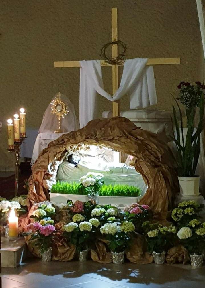 Ołtarze Adoracji i Groby Pańskie w Parafii